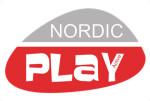 NORDIC PLAY Sandkasse WPC 120x120 cm med net, 240 kg sand og blåt strandsæt