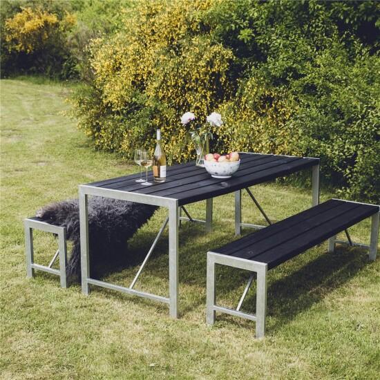 Bord og 2 bænke H-model sort grundmalet og galv. stel