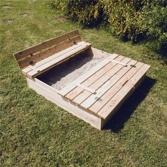 Lærk sandkasse med bænk og låg, 120 x 120 cm